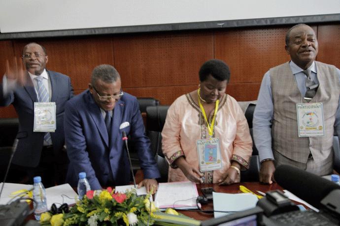 Visite du président Général du GDN, S.E Dr Chief  Joseph DION NGUTE dans la commission du Système éducatif.